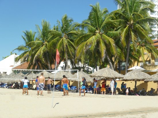 Tesoro Ixtapa:                   Volleyball on the beach