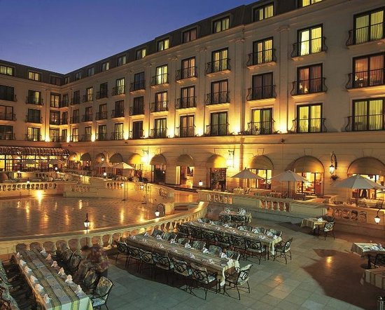 Concorde El Salam Hotel Cairo by Royal Tulip: La Veranda at Summer nights