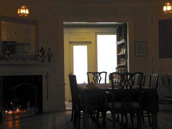 Saltair Inn Waterfront B&B:                   dining room