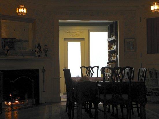 Saltair Inn Waterfront B&B:                   dining room                 