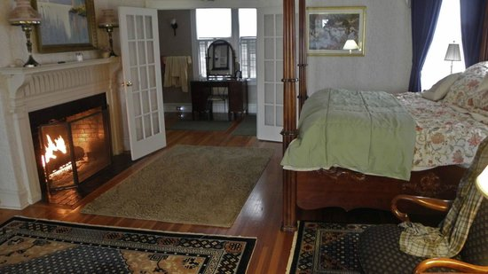 Saltair Inn Waterfront B&B:                   master suite