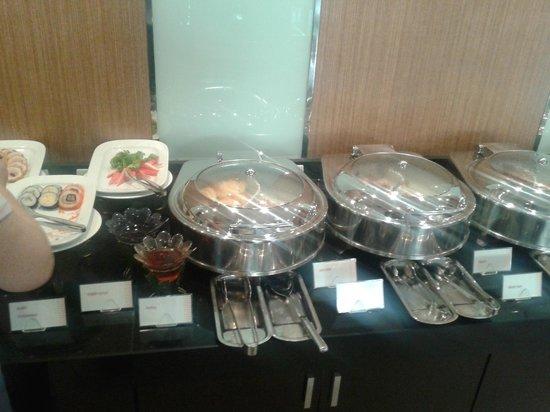 อเดลฟี แกรนด์ สุขุมวิท บาย คอมพาส ฮอสพิทัลลิตี้:                   Breakfast