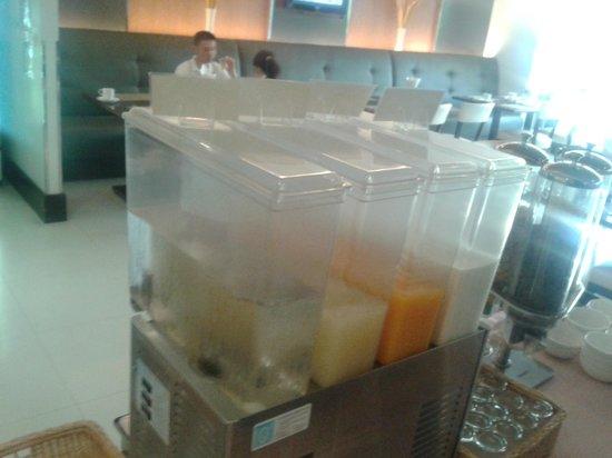 Adelphi Grande Sukhumvit by Compass Hospitality:                   Breakfast buffet
