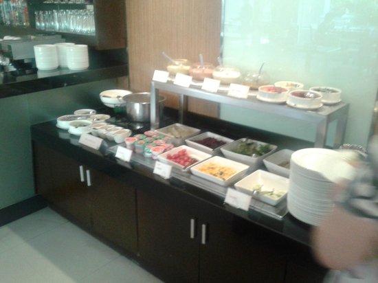 อเดลฟี แกรนด์ สุขุมวิท บาย คอมพาส ฮอสพิทัลลิตี้:                   Breakfast buffet