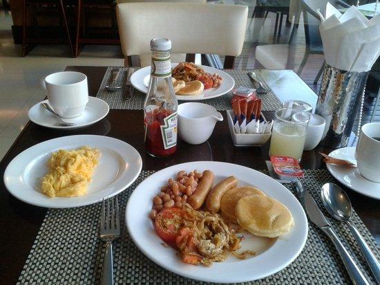 อเดลฟี แกรนด์ สุขุมวิท บาย คอมพาส ฮอสพิทัลลิตี้:                   Breakfast!