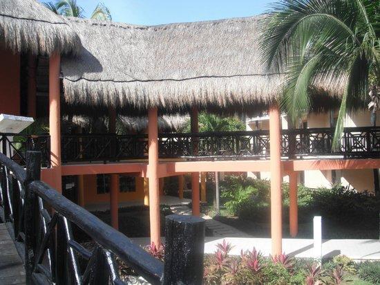 Catalonia Yucatan Beach:                   Passerelles au Maya                 