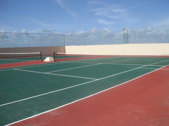 Catalonia Yucatan Beach:                   Tennis sur le toit
