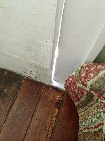 Olde Town Inn:                   Big crack in rotton front door