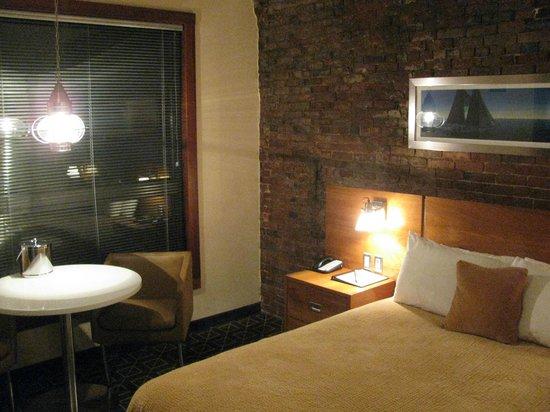 Harborside Inn: Bedside lights have dimmers