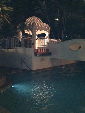 Burleigh Mediterranean Resort: Pool area at night