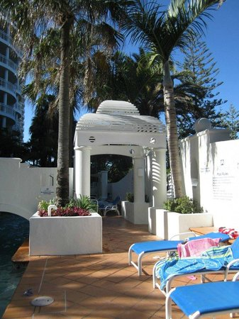 Burleigh Mediterranean Resort: Pool area during the day