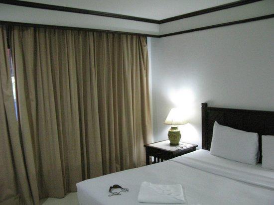Rattana Mansion : Bedroom