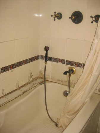 Days Inn Shan:                   Bath/shower that was in a well-advanced stage of disrepair