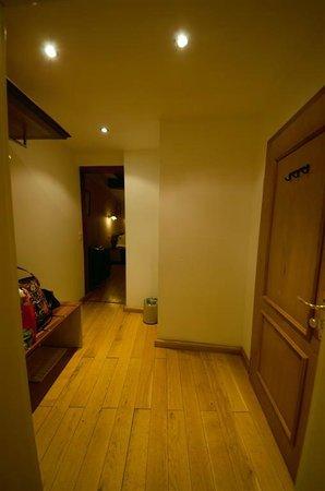 Hotel Elch: Entry