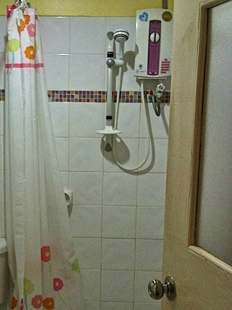 Vanilla Place Guest House: Shower
