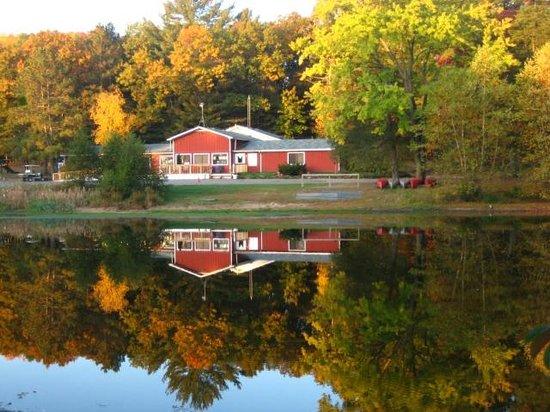 Crockett's Resort Camping: Crocketts Resort Lodge 2012 