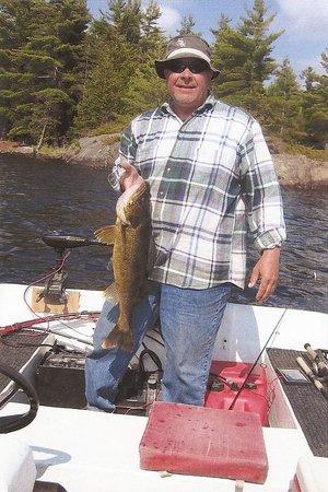 Cutler Lake Lodge: walleye fishing
