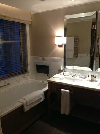 Corinthia Hotel London: Bathroom