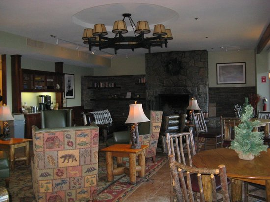 Bear Mountain Inn's Overlook Lodge: The lobby
