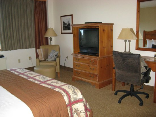 Bear Mountain Inn's Overlook Lodge: The room