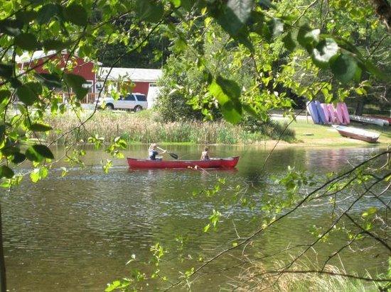 Crockett's Resort Camping: Canoeing on Lake Crockett 