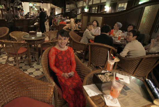 Raffles Hotel Singapore:                   Long Bar with Singapore Sling