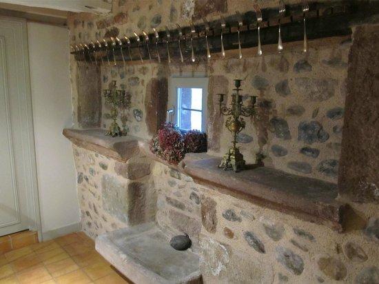 Domaine d'Armagnac: Interior corridor decorated with original furnishings