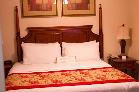 Grande Villas Resort:                   King sized bed