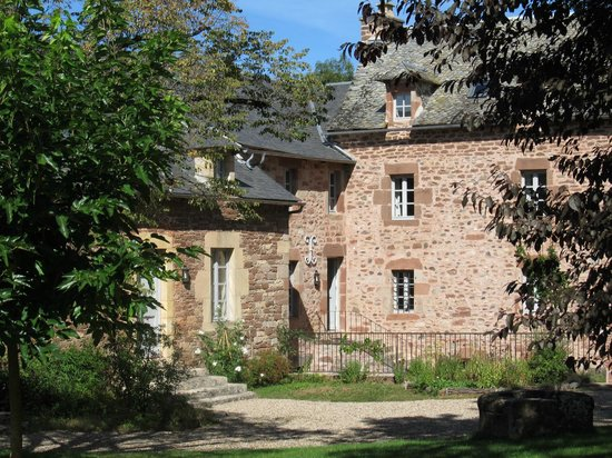 Domaine d'Armagnac: View of the interior courtyard