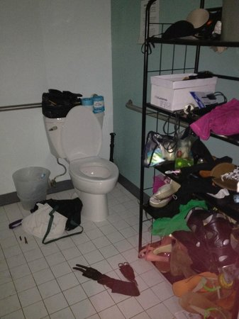 Banana Bungalow West Hollywood:                   How the member of staff Maria would leave our bathroom looking.
