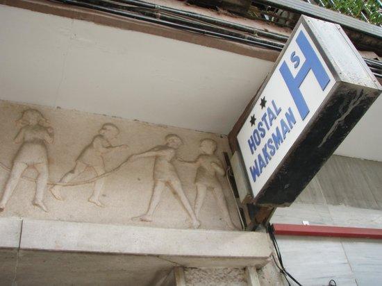 Hostal Waksman: Hostal sign