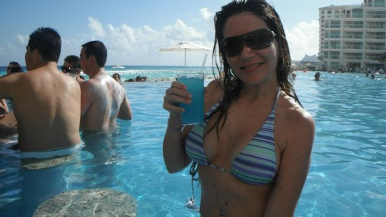 Hard Rock Hotel Cancun:                   bar molhado