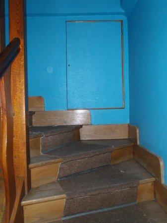 Hotel Millau L'Etape : Stairs