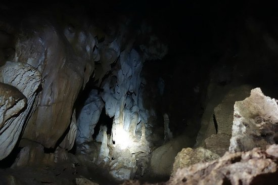 Khao Mai Kaew Cave : Nice stalagmites in the beginning of tour.