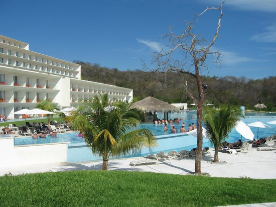 Secrets Huatulco Resort & Spa: pool