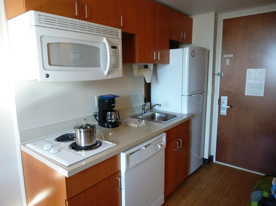 Candlewood Suites New York City Times Square: Great full kitchen!