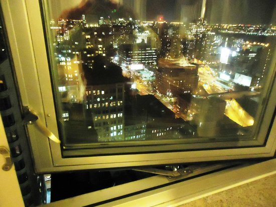 Candlewood Suites New York City Times Square: Night view...32nd floor!