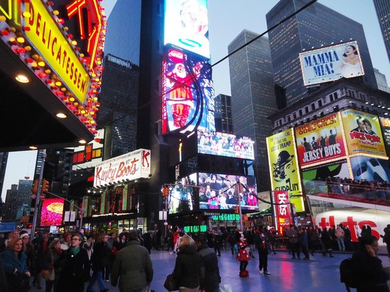 Candlewood Suites New York City Times Square: Times Square very close by!