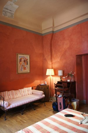 Bed & Breakfast La Romea:                   the Red Room