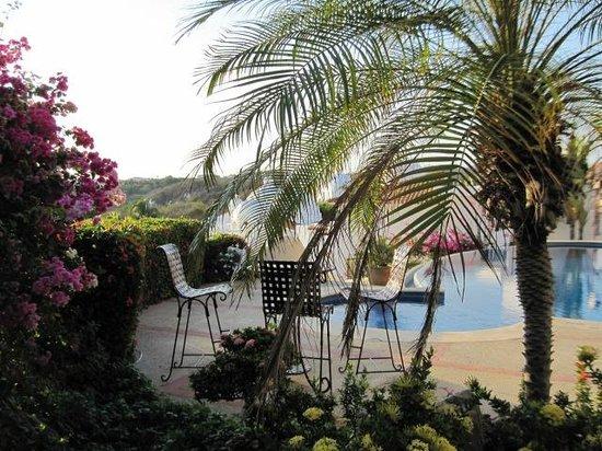 Villa Sol y Mar:                   table by the pool