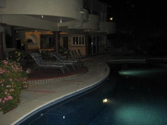 Villa Sol y Mar:                   pool at night
