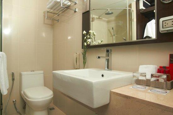 Mida's Hotel Uno: Bathroom