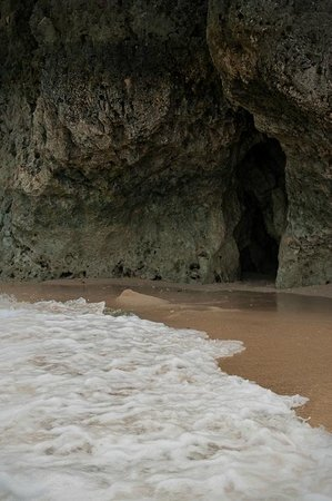 Yapak Beach (Puka Shell Beach): The rock