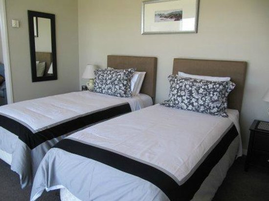 Almyra Waterfront Lodge: Kina Suite (twin bed option)
