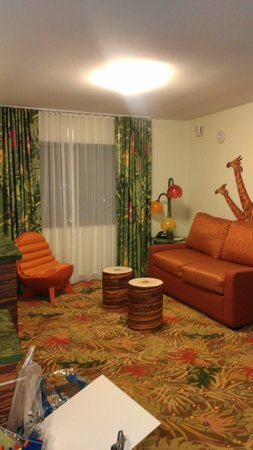 Disney's Art of Animation Resort: Living Room