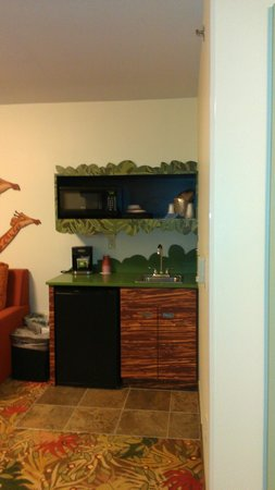 Disney's Art of Animation Resort: Fridge, Microwave, dishes, sink