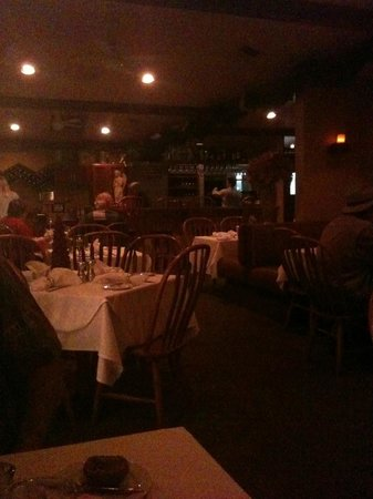 Suzanne's Cuisine :                   Ambiance!!!