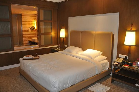 Crowne Plaza Today New Delhi Okhla:                   Room Interior