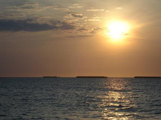 Decameron Galeon: Atardecer en la playa