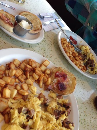 Louis' Restaurant : Yummy food!